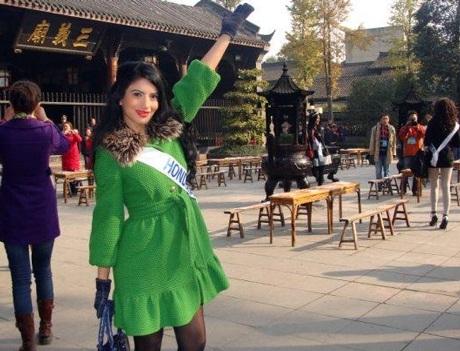Người đẹp Hoa hậu quốc tế đi vãn cảnh Thành Đô - 21