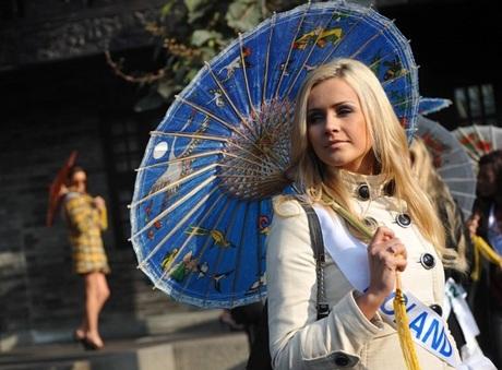 Người đẹp Hoa hậu quốc tế đi vãn cảnh Thành Đô - 5