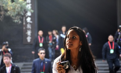 Người đẹp Hoa hậu quốc tế đi vãn cảnh Thành Đô - 7