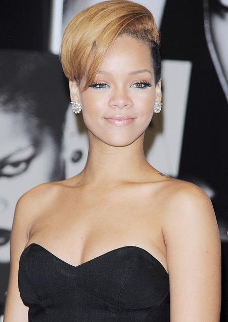 Rihanna xinh đẹp, gợi cảm trong buổi quảng cáo album mới - 2