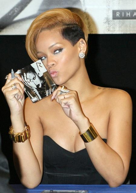 Rihanna xinh đẹp, gợi cảm trong buổi quảng cáo album mới - 7