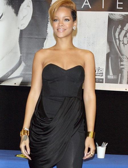 Rihanna xinh đẹp, gợi cảm trong buổi quảng cáo album mới - 8