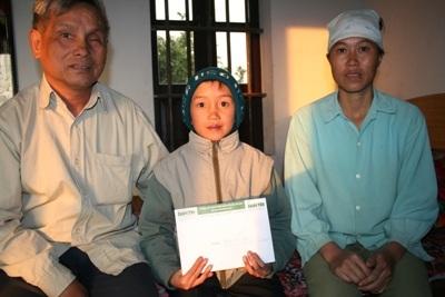 Trao quà nhân ái cho cậu bé Phạm Văn Thoan - 3