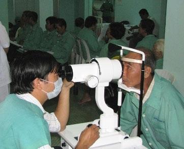 Mổ cườm miễn phí cho hơn 1.000 bệnh nhân - 1