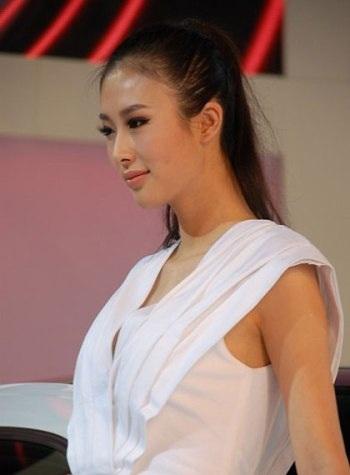 Mẫu nữ trên sàn Triển lãm ô tô Quảng Châu - 16