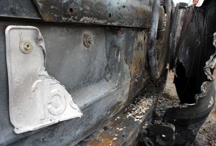 Xe Land Cruiser bốc cháy trơ khung sau tai nạn - 6
