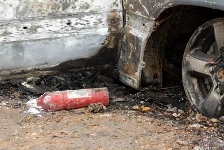 Xe Land Cruiser bốc cháy trơ khung sau tai nạn - 7