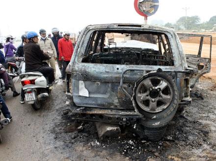 Xe Land Cruiser bốc cháy trơ khung sau tai nạn - 8