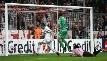 Bordeaux ra tay mở đường sống cho Bayern - 3
