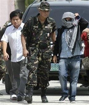 Thảm sát bầu cử Philippines: Nghi phạm tự giao nộp mình - 1