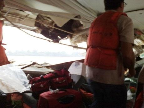 Hai tầu cánh ngầm tông nhau, 8 người bị thương - 1
