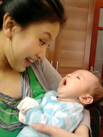"""""""Chị Kính hồng"""" trở thành bà mẹ hạnh phúc - 3"""
