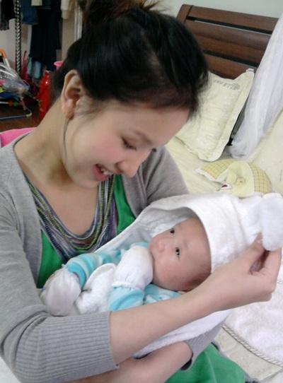 """""""Chị Kính hồng"""" trở thành bà mẹ hạnh phúc - 6"""