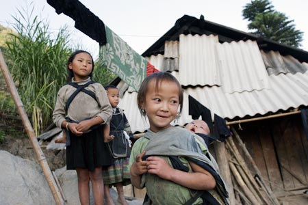"""Khoảng 7 triệu trẻ em Việt Nam """"đạt chuẩn nghèo"""" - 1"""