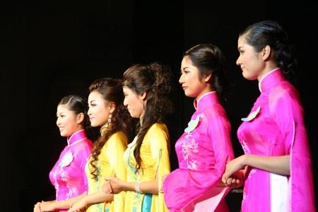 Hoa khôi ĐH Phú Xuân lộ diện - 18