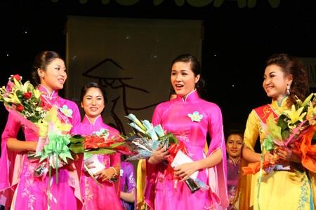 Hoa khôi ĐH Phú Xuân lộ diện - 24