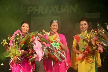 Hoa khôi ĐH Phú Xuân lộ diện - 26
