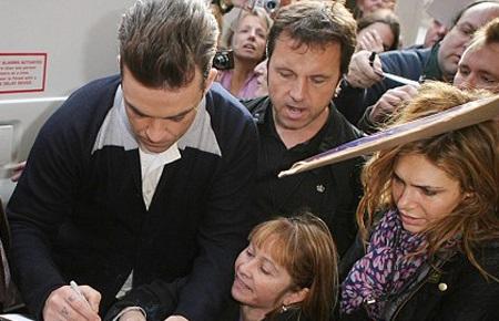 "Robbie Williams ""lừa"" khán giả? - 2"