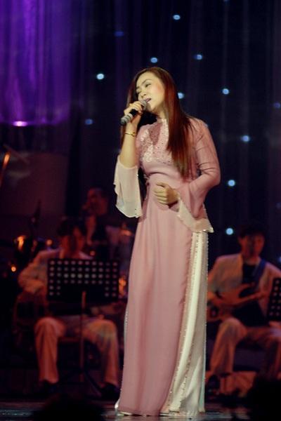 """Thái Thuỳ Linh """"diễn"""" pha tình cảm trong đêm nhạc Trịnh - 6"""