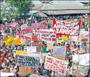 Gia đình nghi phạm thảm sát ở Philippines chối tội, kêu gọi biểu tình - 2