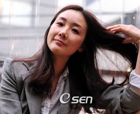 """Phong cách thời trang của """"người đẹp khóc"""" Choi Ji Woo - 10"""