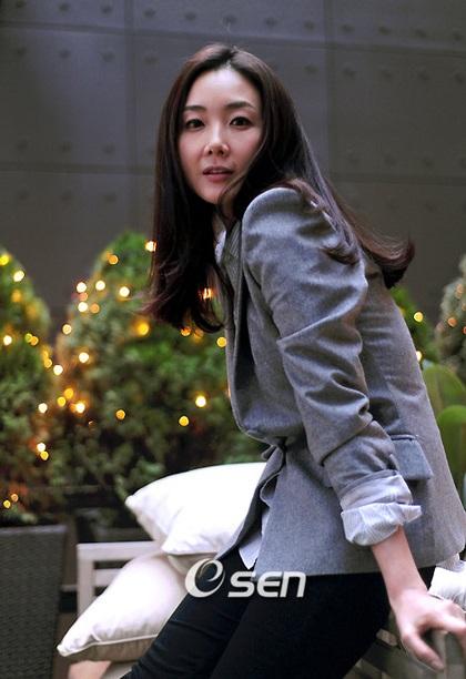 """Phong cách thời trang của """"người đẹp khóc"""" Choi Ji Woo - 9"""