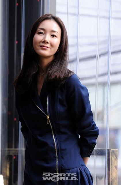 """Phong cách thời trang của """"người đẹp khóc"""" Choi Ji Woo - 7"""