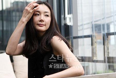 """Phong cách thời trang của """"người đẹp khóc"""" Choi Ji Woo - 4"""
