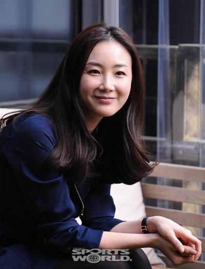"""Phong cách thời trang của """"người đẹp khóc"""" Choi Ji Woo - 6"""