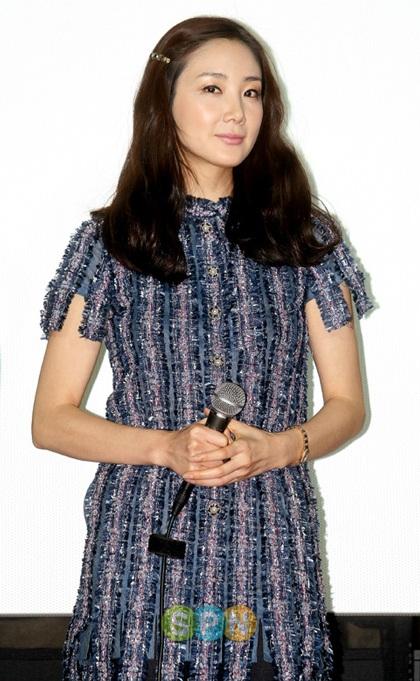 """Phong cách thời trang của """"người đẹp khóc"""" Choi Ji Woo - 16"""
