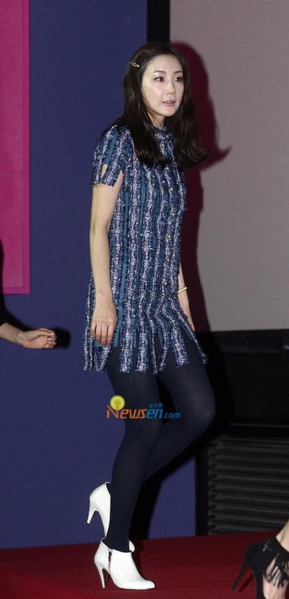 """Phong cách thời trang của """"người đẹp khóc"""" Choi Ji Woo - 18"""