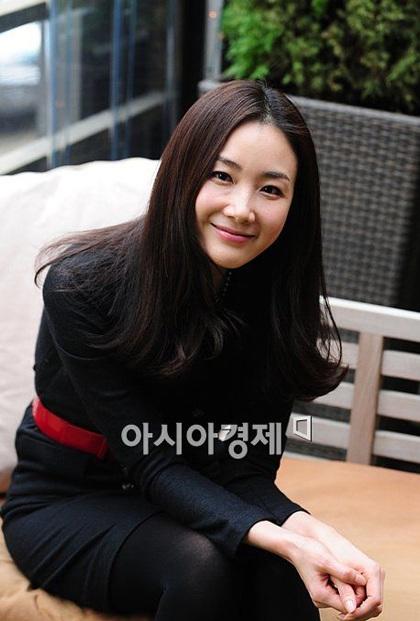 """Phong cách thời trang của """"người đẹp khóc"""" Choi Ji Woo - 13"""