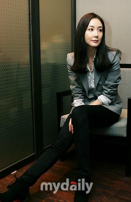"""Phong cách thời trang của """"người đẹp khóc"""" Choi Ji Woo - 12"""