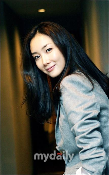 """Phong cách thời trang của """"người đẹp khóc"""" Choi Ji Woo - 11"""