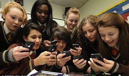 iPhone đời mới trở thành dụng cụ giáo dục - 1