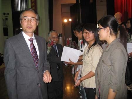 Hơn 300 học sinh, sinh viên xuất sắc nhận học bổng Shinnyo-en - 1