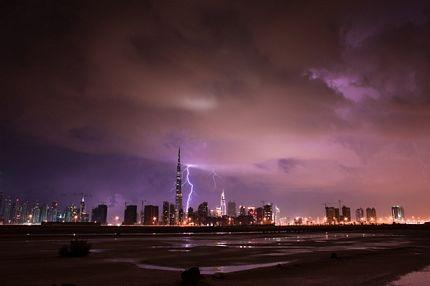 """""""Trời đánh"""" toà nhà cao nhất thế giới  - 6"""