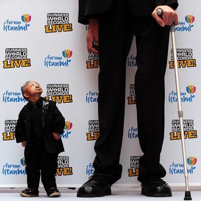 """Chàng cao nhất thế giới gặp anh """"mini"""" - 2"""