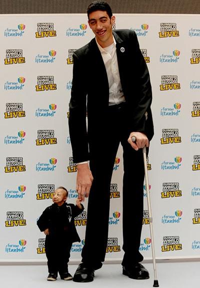 """Chàng cao nhất thế giới gặp anh """"mini"""" - 5"""
