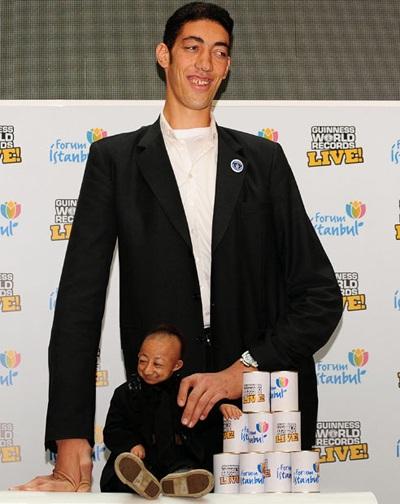 """Chàng cao nhất thế giới gặp anh """"mini"""" - 8"""