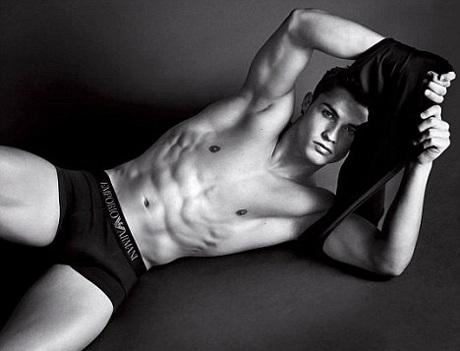 Cristiano Ronaldo khoe cơ bắp trong quảng cáo Armani  - 5