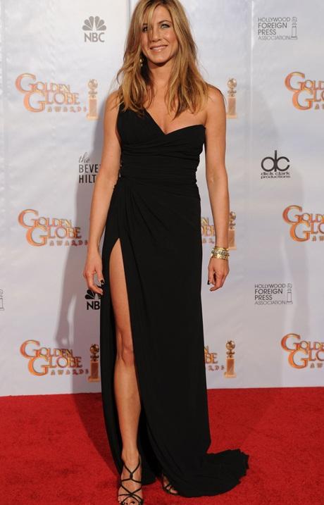 Jennifer Aniston khoe chân siêu đẹp tại lễ trao giải Quả Cầu Vàng - 1