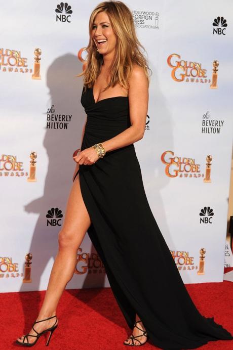 Jennifer Aniston khoe chân siêu đẹp tại lễ trao giải Quả Cầu Vàng - 5