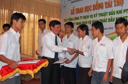 Học bổng PTSC đến với ĐH Giao thông vận tải TPHCM - 1