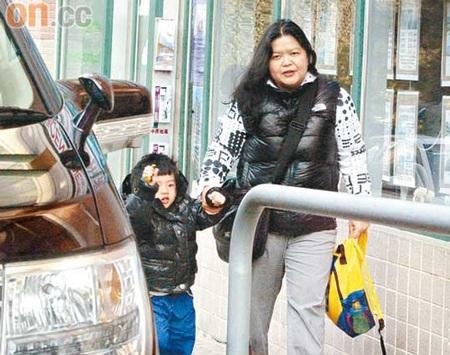 """Trương Bá Chi """"bế bụng"""" đưa con trai đi học - 7"""