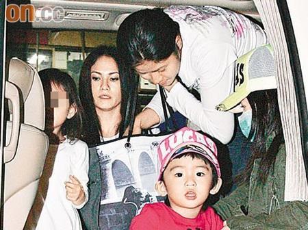 """Trương Bá Chi """"bế bụng"""" đưa con trai đi học - 9"""