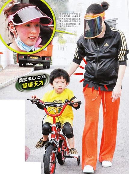 """Trương Bá Chi """"bế bụng"""" đưa con trai đi học - 1"""