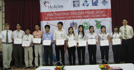 """10 sinh viên xuất sắc được nhận """"Học bổng Tài băng"""" của Holcim Việt Nam - 1"""