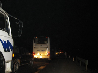 Tai nạn giao thông liên hoàn, Quốc lộ 1A tắc đường hàng giờ - 2