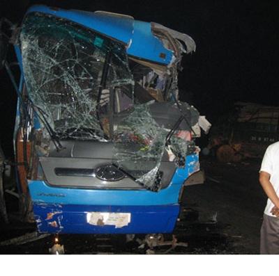 Tai nạn giao thông liên hoàn, Quốc lộ 1A tắc đường hàng giờ - 1